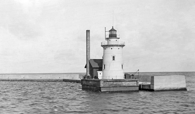 Harbor Beach Lighthouse In 1913