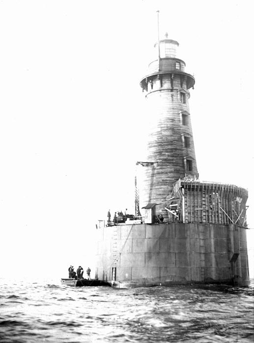 stannard rock lighthouse  michigan at lighthousefriends com