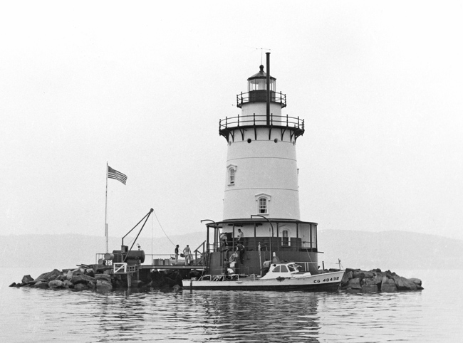 Lighthouses of the U S : New York City and Hudson River