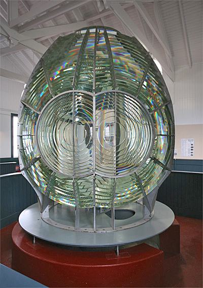 awesome fresnel lens expert jim woodward was brought in to oversee the dismantling cleaning and. Black Bedroom Furniture Sets. Home Design Ideas