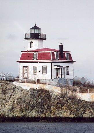 Pomham Rocks Lighthouse Rhode Island at Lighthousefriendscom