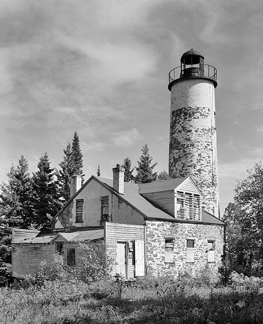 Rock Harbor Lighthouse  Michigan At Lighthousefriends Com
